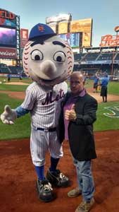 Mr. Met and Andy Linares
